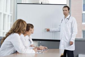 La calidad de vida de un paciente ostomizado es mayor al año de practicarse la cirugía que a los 6 meses