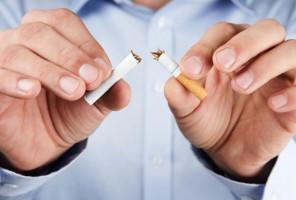Los cigarrillos electrónicos podrían ayudar a los fumadores a abandonar el hábito, pero…